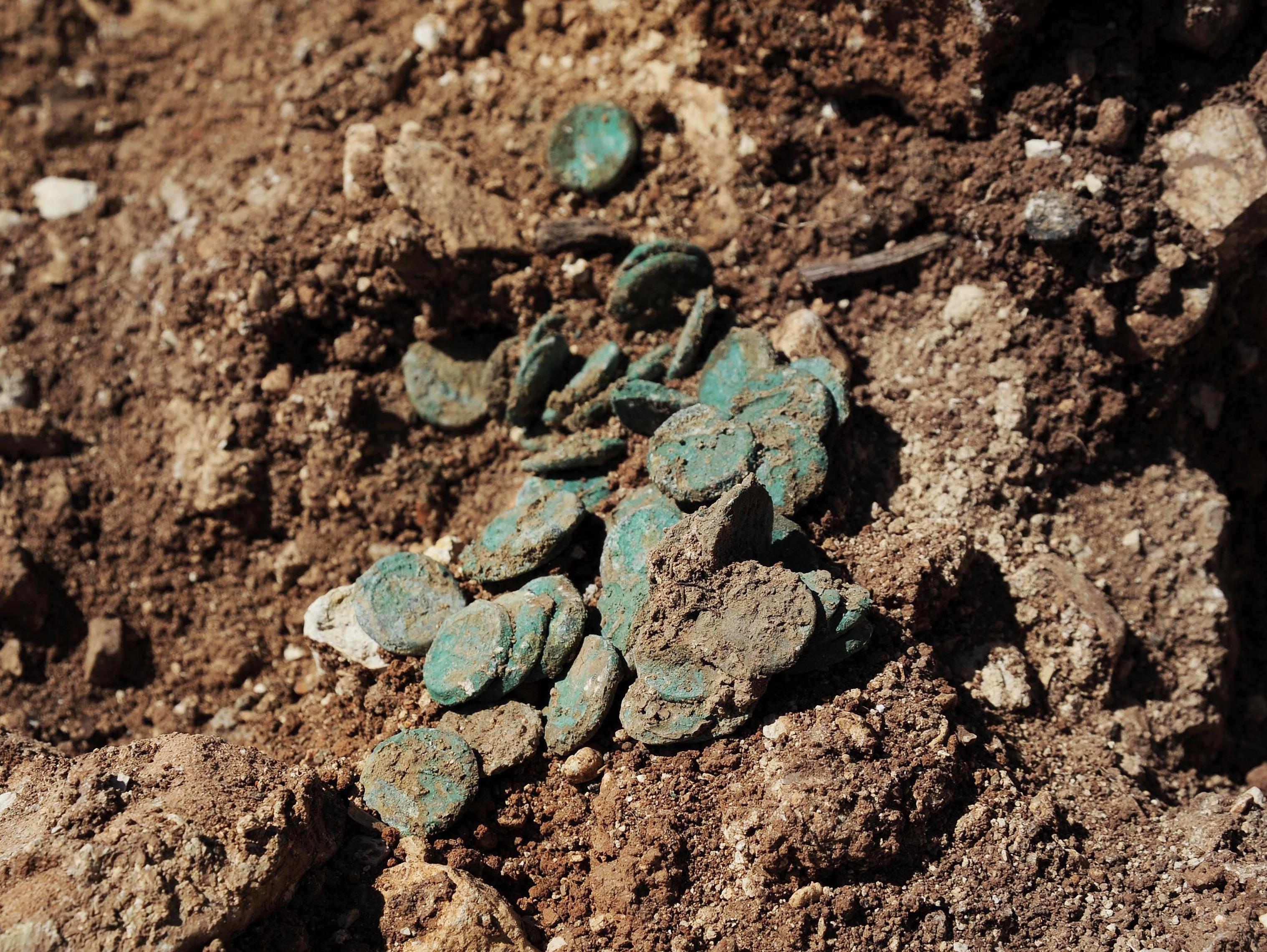 אוצר מטבעות מתקופת בית שני נחשף ליד כביש ירושלים תל אביב