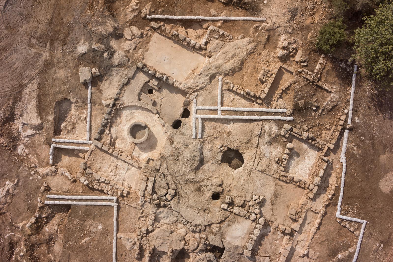 """ד""""ש מבית שמש העתיקה: בית בד, גת ופסיפס מהתקופה הבינזטית נחשפו בחפירות בעיר"""