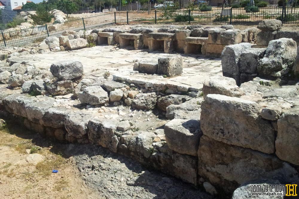שרידי בית המרחץ הרומי בכפר האורנים - צילום: אפי אליאן
