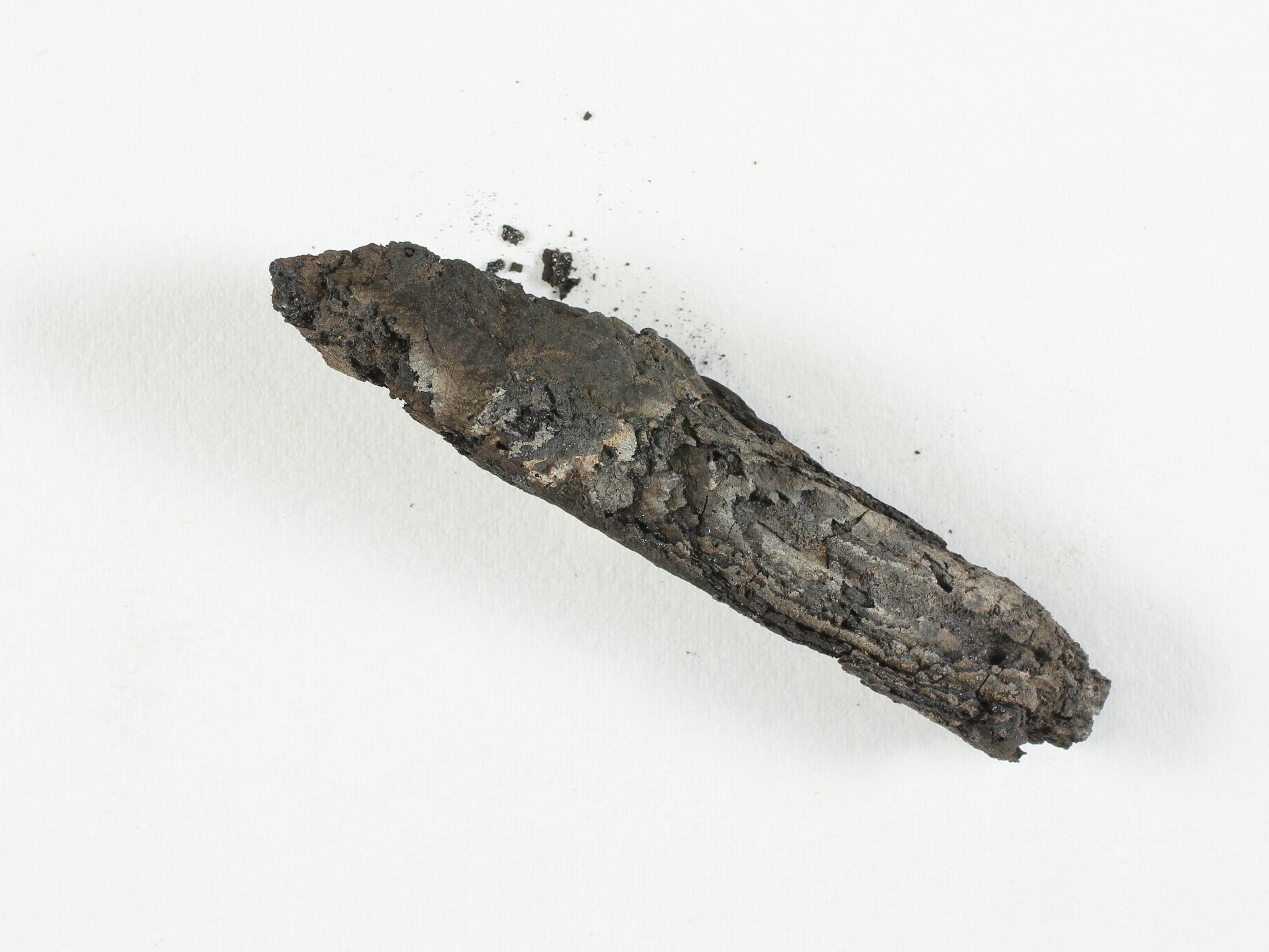קטע המגילה שנבדק במעבדות מגילות מדבר יהודה על שם משפחת לונדר, רשות העתיקות. צילום: שי הלוי, רשות העתיקות