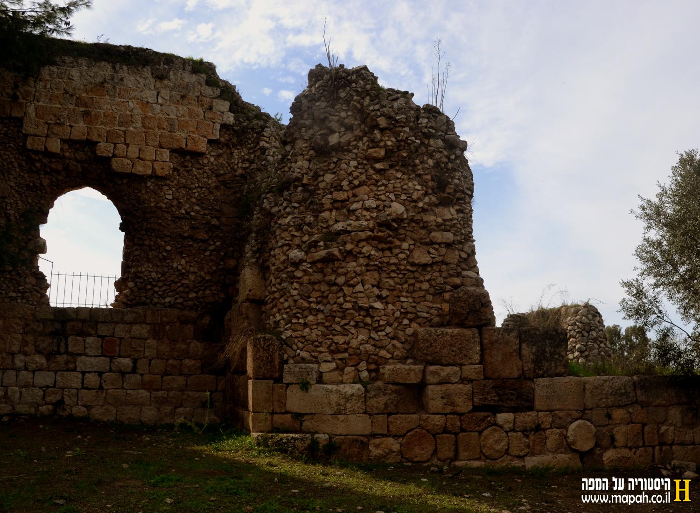 פינה צפון מערבית של מצודת אנטיפטרוס - צילום: אפי אליאן