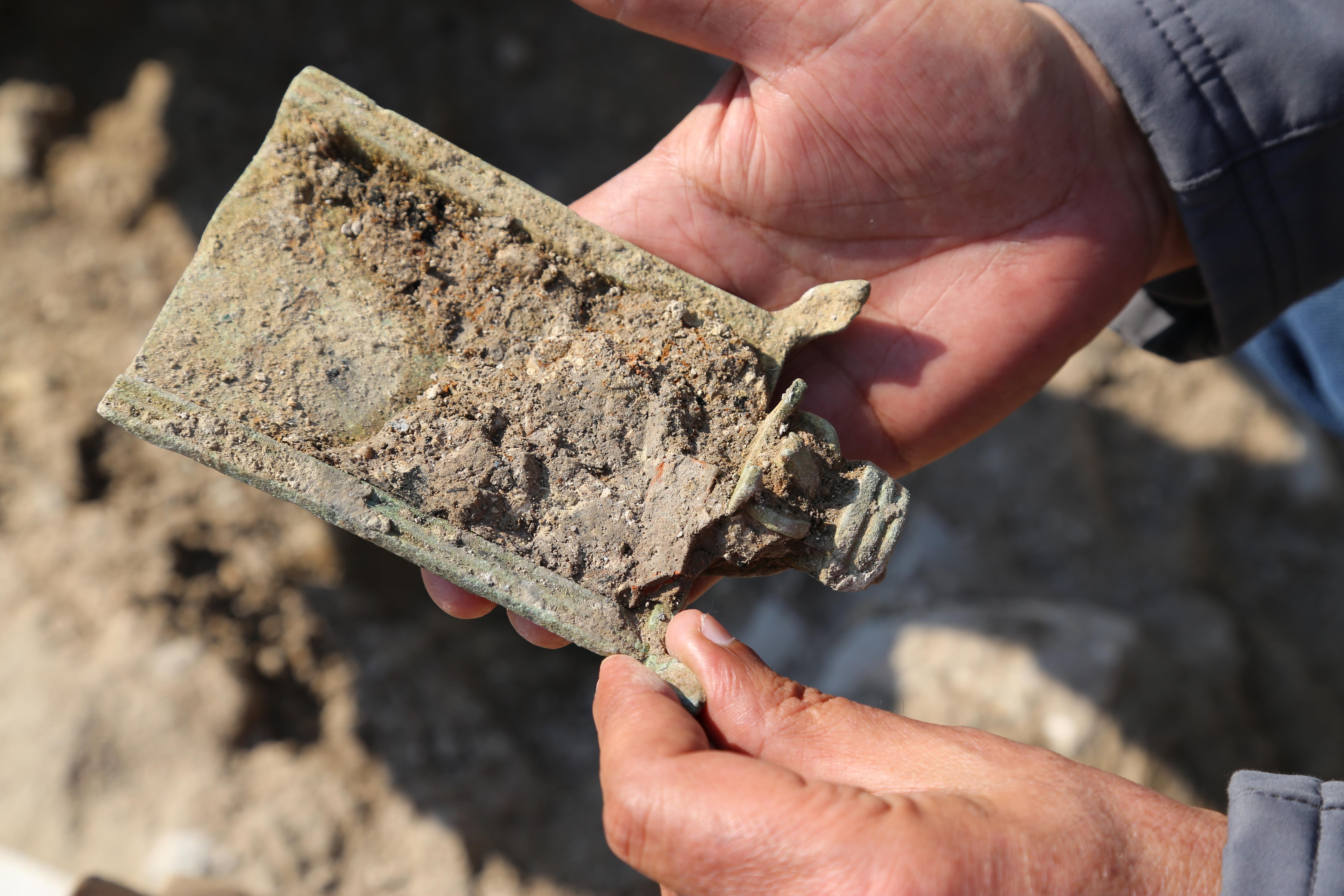 . המחתה כפי שנמצאה בחפירה. צילום: איאד בשארת, באדיבות רשות העתיקות