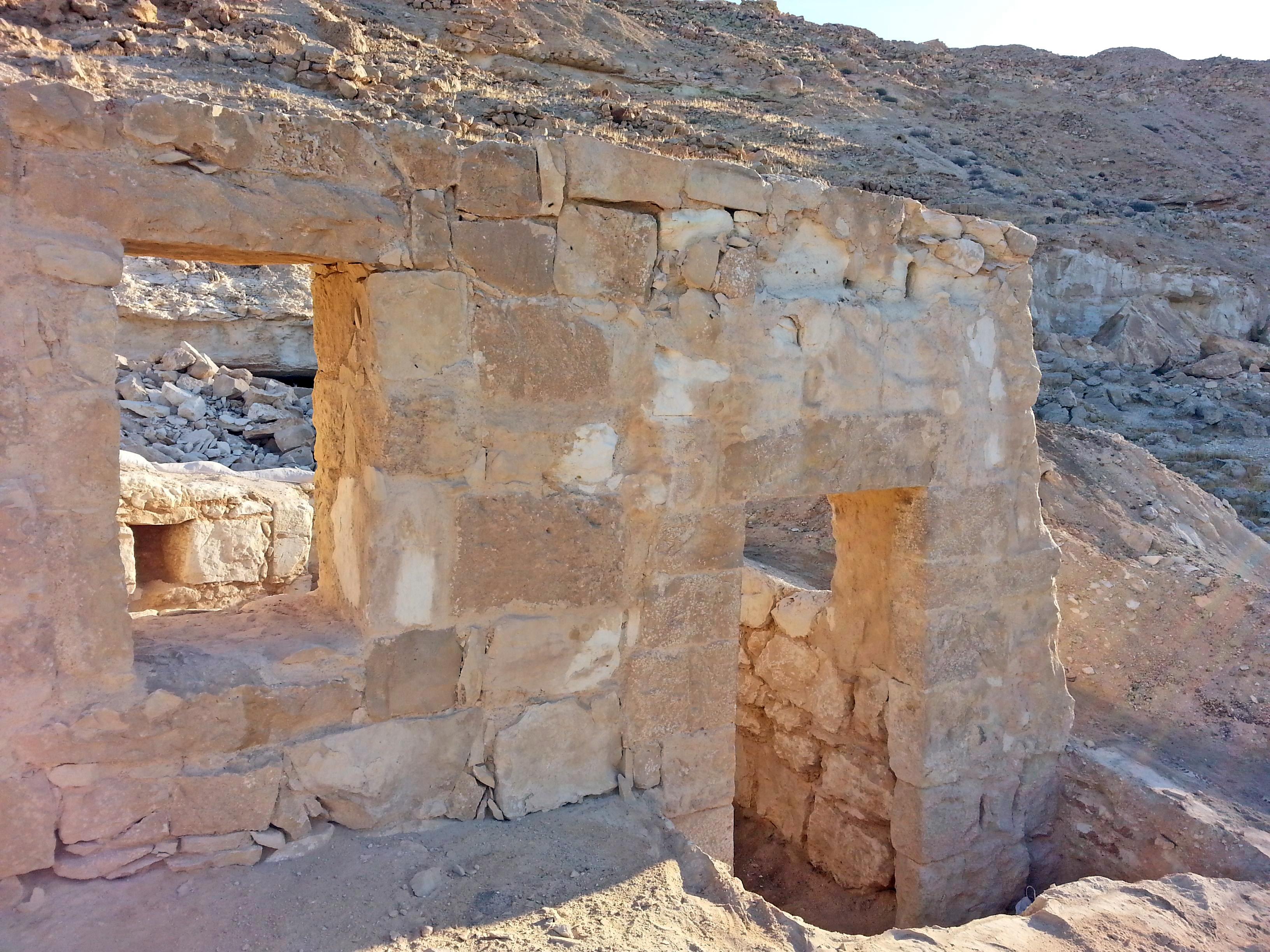 שרידי אורווה כבת 1500 שנה נחשפו בגן הלאומי עֹבדת