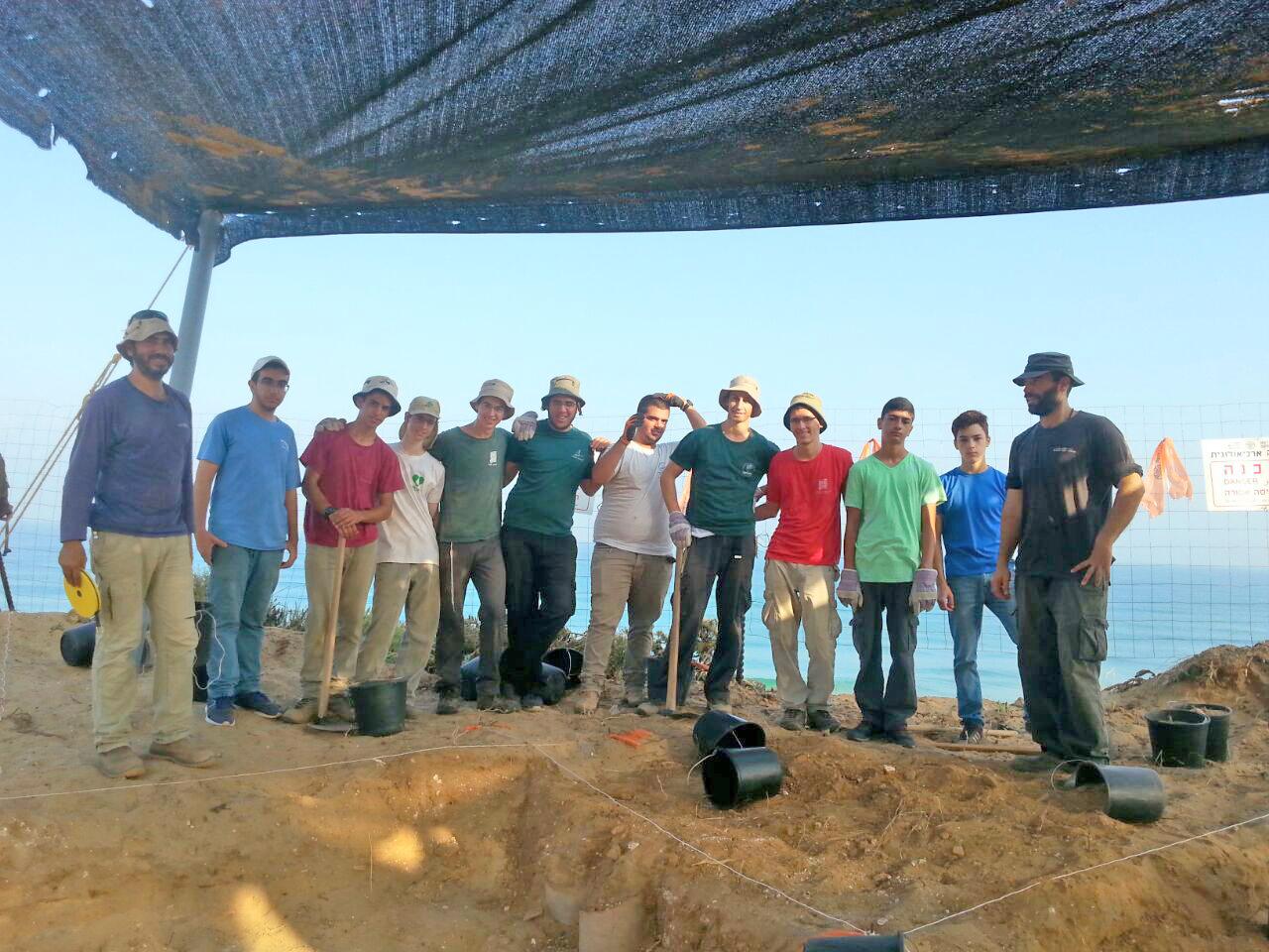 בני הנוער שעבדו בחפירה הארכיאולוגית