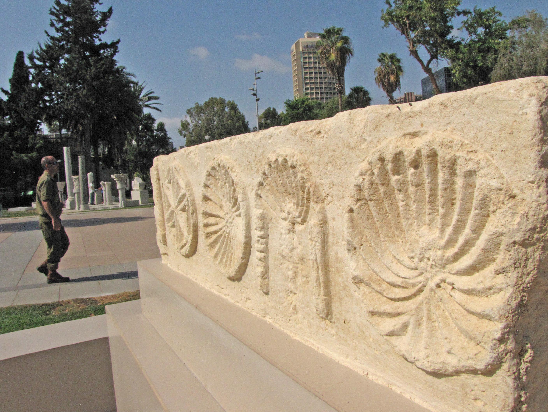"""ממיצגי הגן הארכיאולוגי ב""""קריה"""" תל אביב - צילום: יולי שוורץ"""