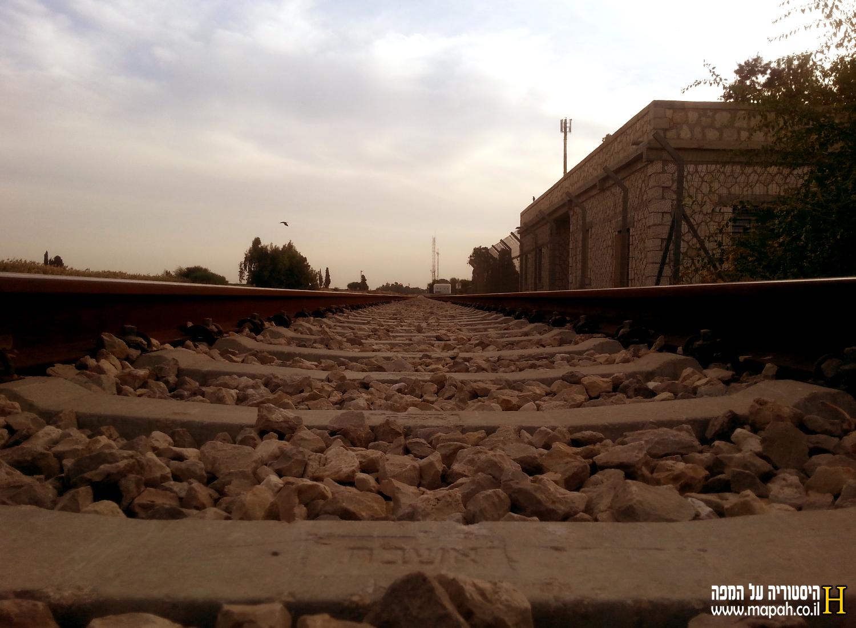מסילת הברזל הסמוכה לתחנת הרכבת נען - צילום: אפי אליאן
