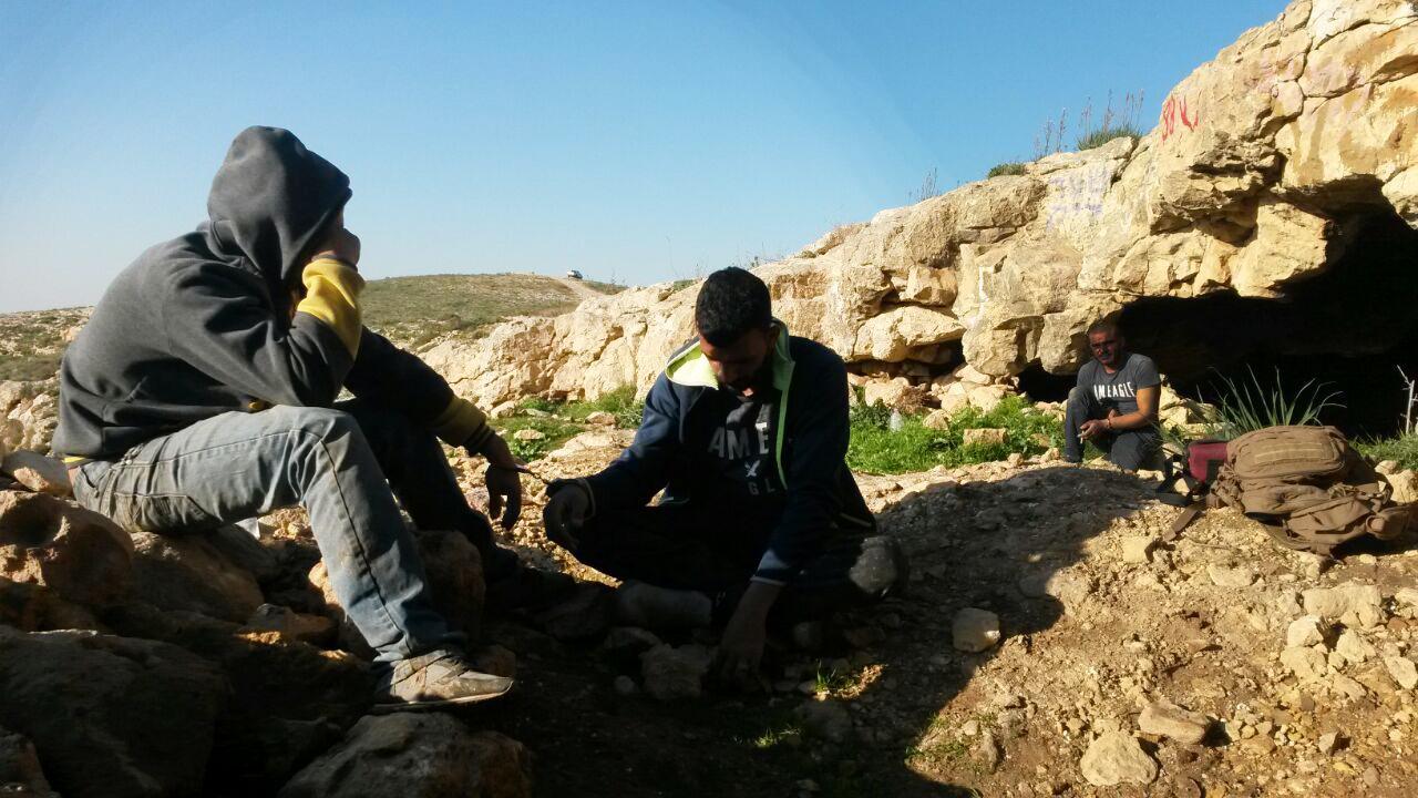 צוותי היחידה למניעת שוד ברשות העתיקות בסמוך למצודת פחר - צילום: היחידה למניעת שוד ברשות העתיקות