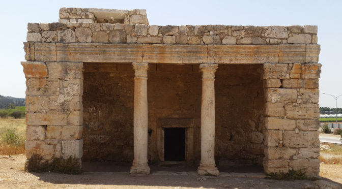 מאוזוליאום רומי או שמה… קבר נבי יחיא