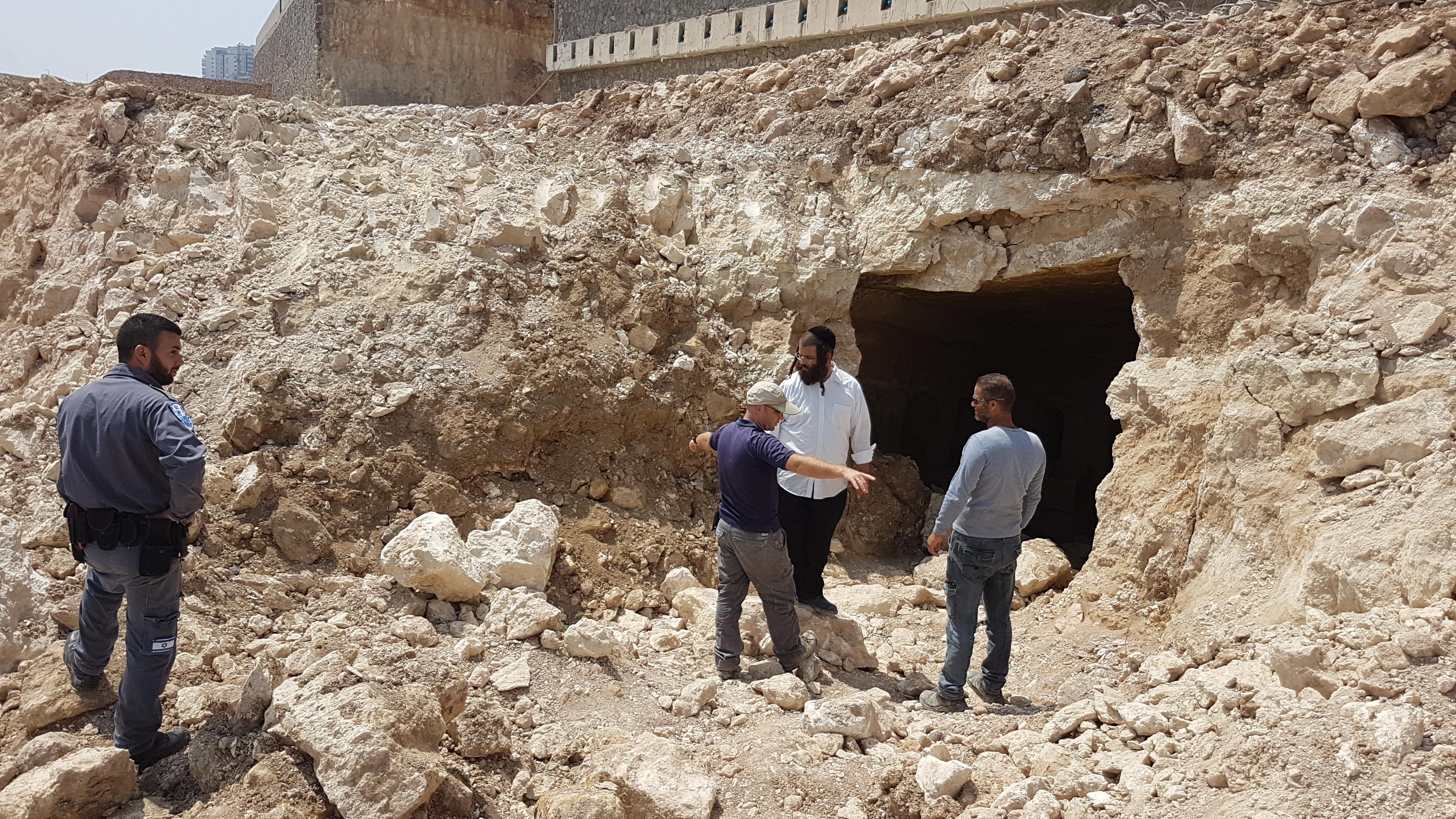 החצר החיצונית של מערכת הקבורה בטבריה - צילום: מיקי פלג, רשות העתיקות