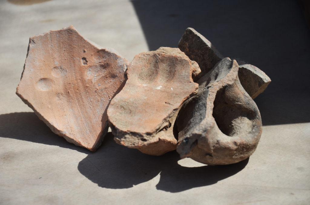 טביעות האצבע של הקדרים שהידקו את הידיות לכד לפני כ-1500 שנה. צילום: יוֹלי שוורץ