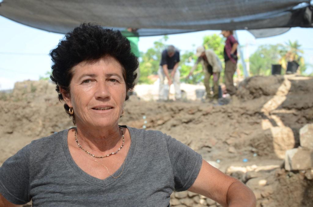 אלה נגורסקי, מנהלת החפירה מטעם רשות העתיקות. צילום: יוֹלי שוורץ