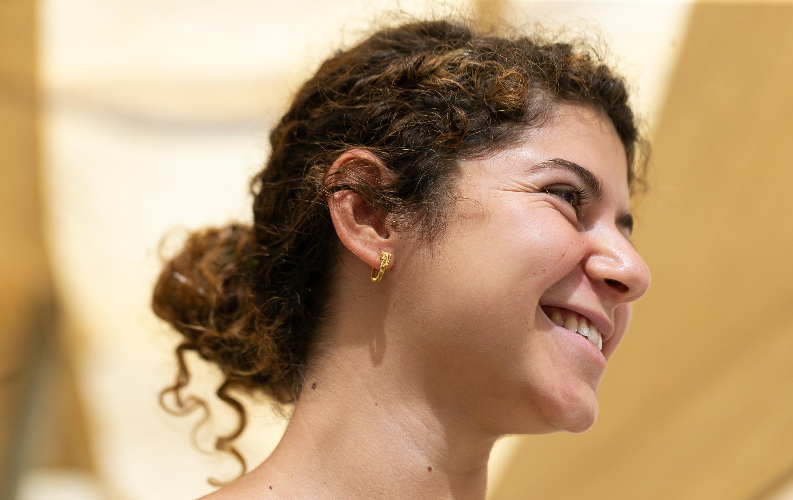 עגיל הזהב היה שייך לאישה או גבר מהמעמד הגבוה בירושלים בתקופה ההלניסטית. צילום: אליהו ינאי,