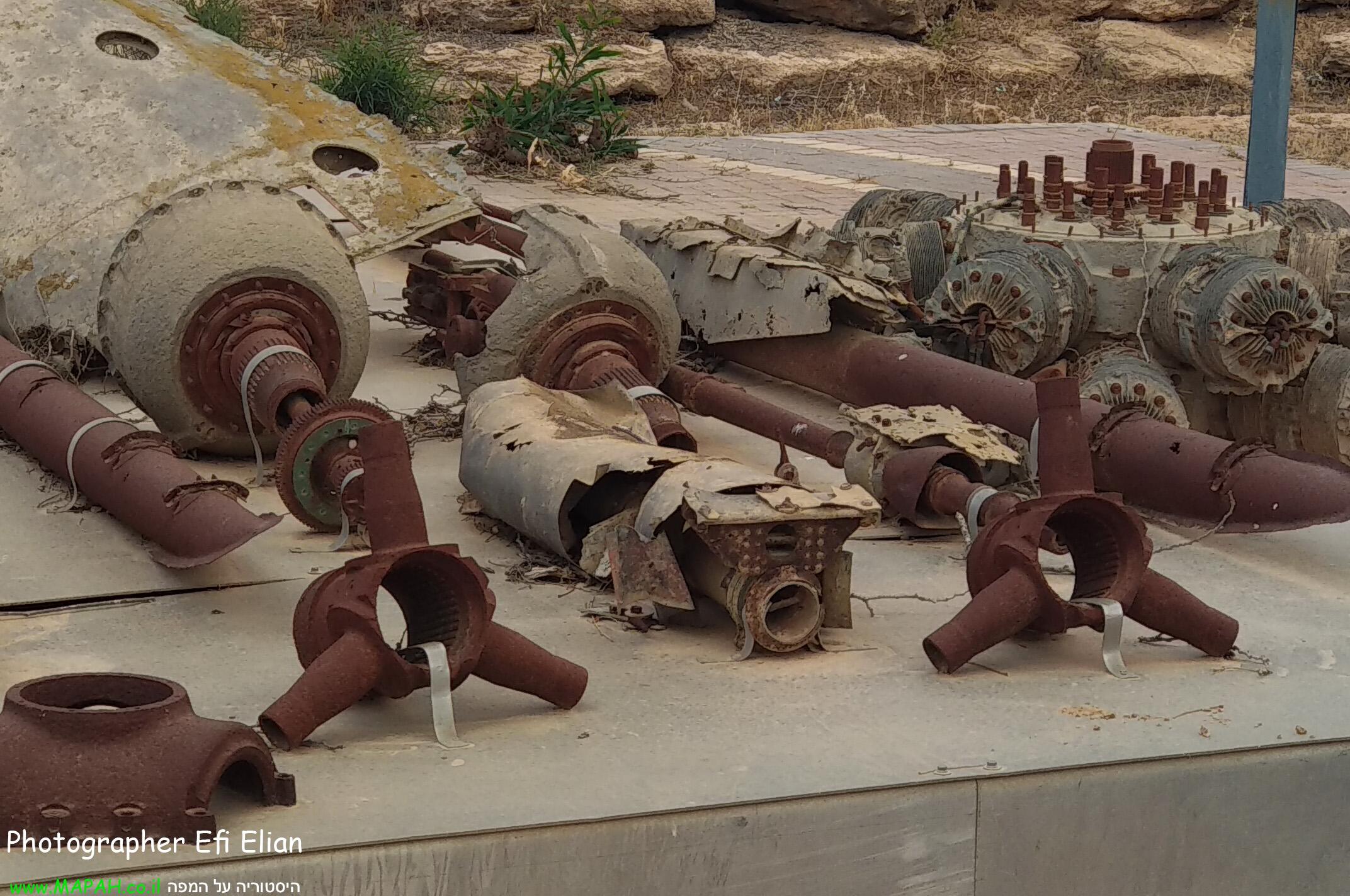 שרידי מטוס ד-171 בופייטר כפי שמוצגים כיום בחצרים צילום: אפי אליאן