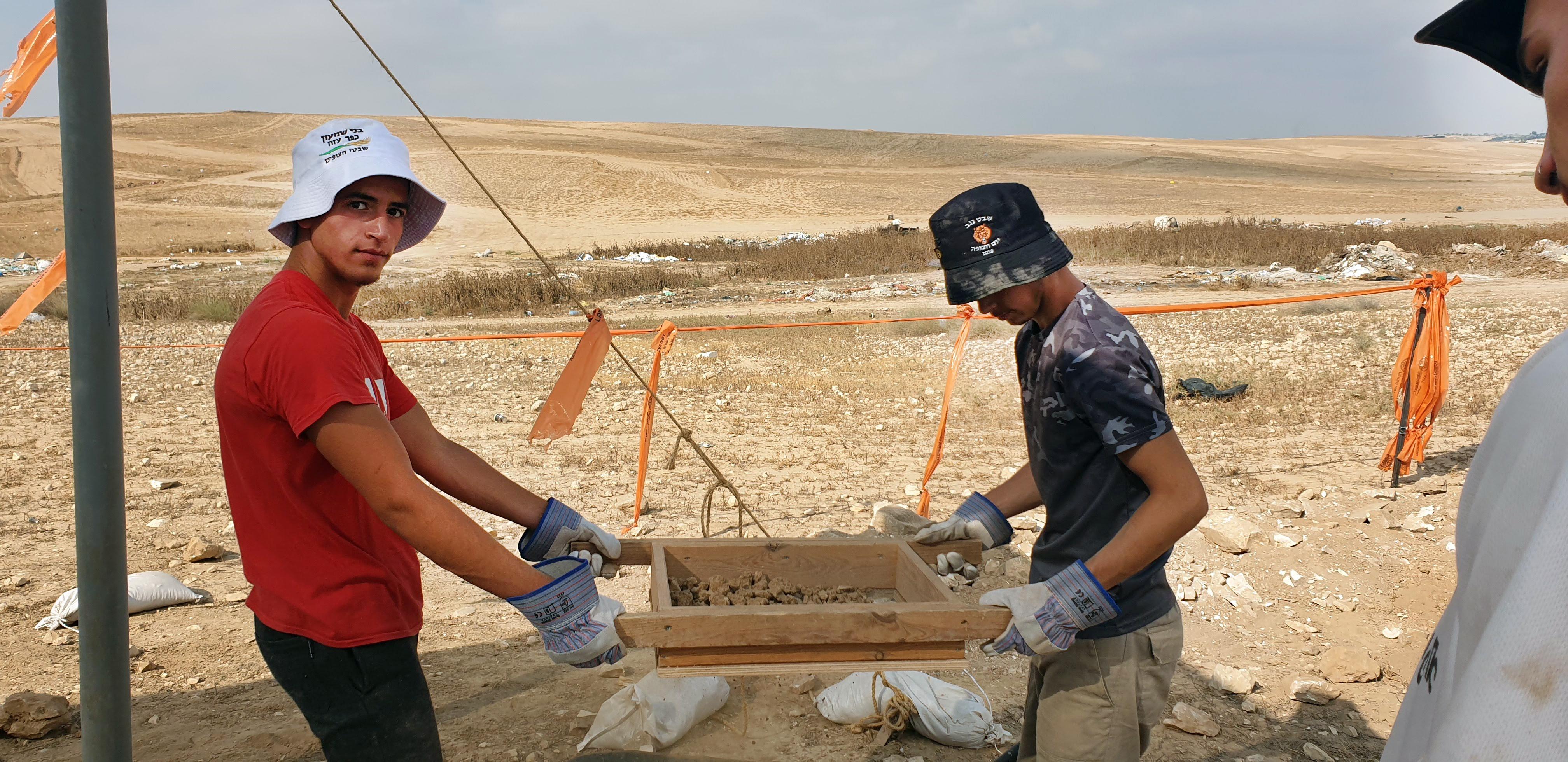 בחפירות השתתפו נערים ותושבי העיר - צילום: רשות העתיקות