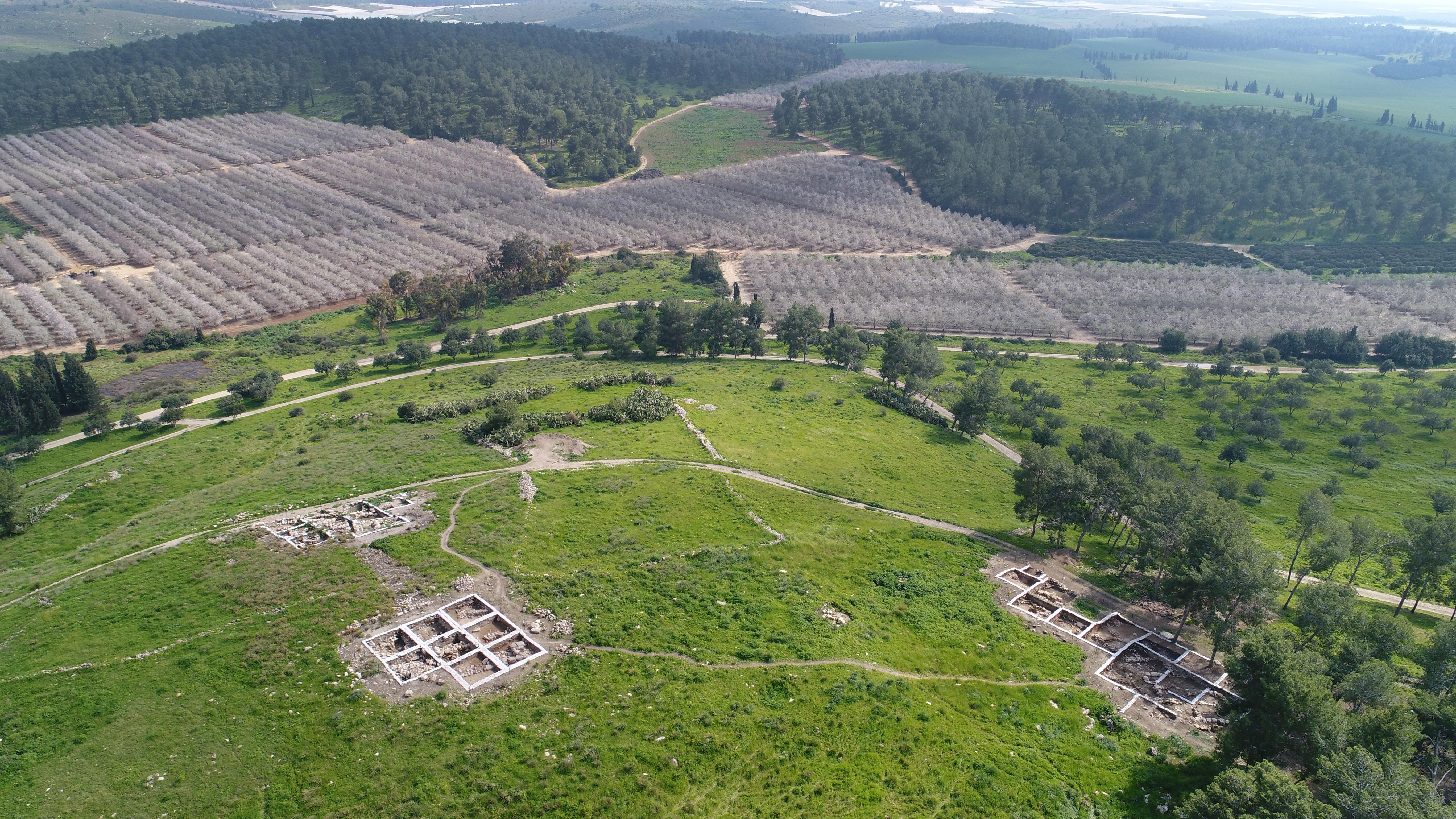 החפירה הארכיאולוגית בצקלג. צילום אוירי-אמיל אלגם