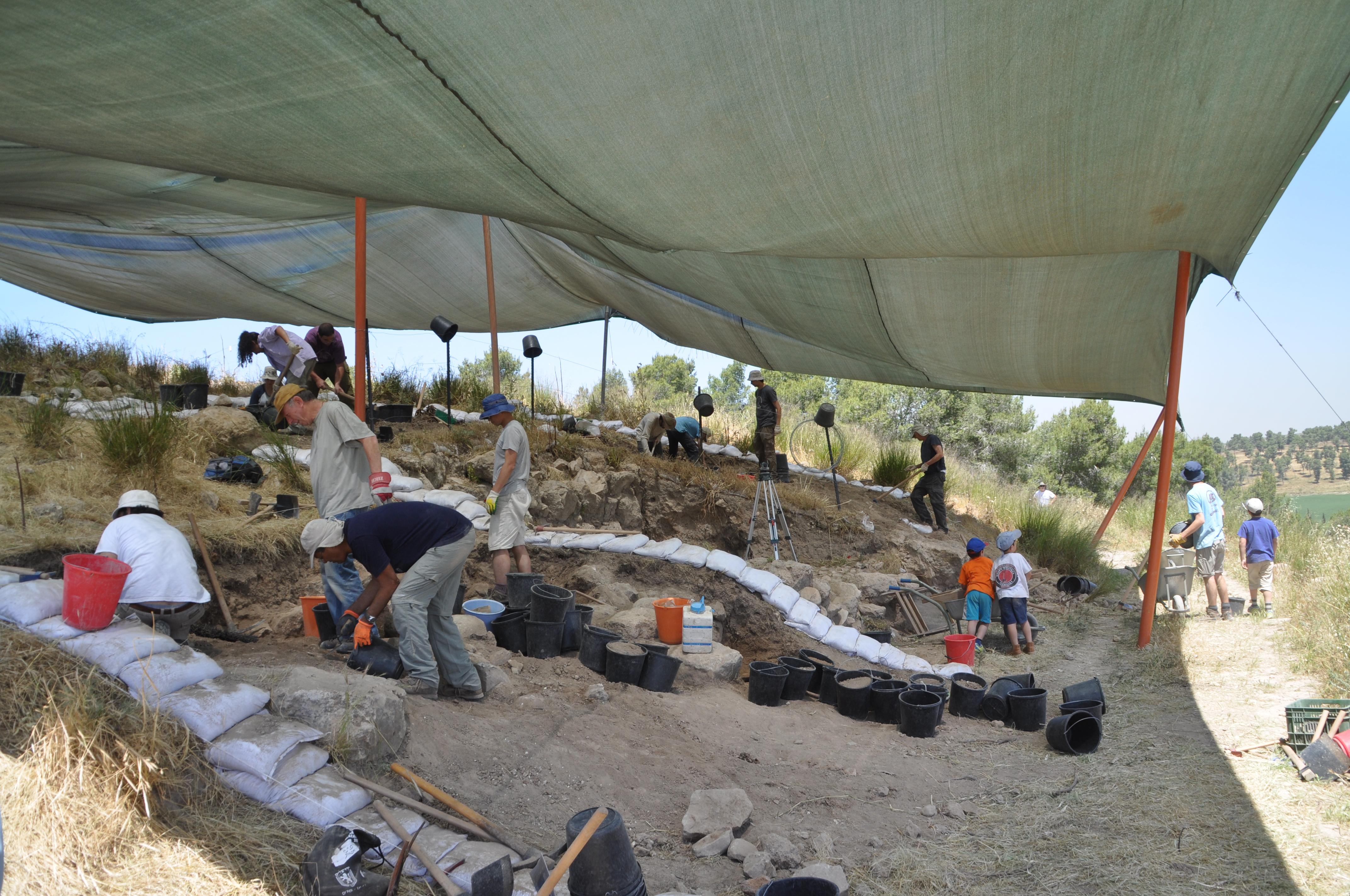 מתנדבות-בחפירה.צילום-משלחת-החפירות-לחורבת-אל-ראעי