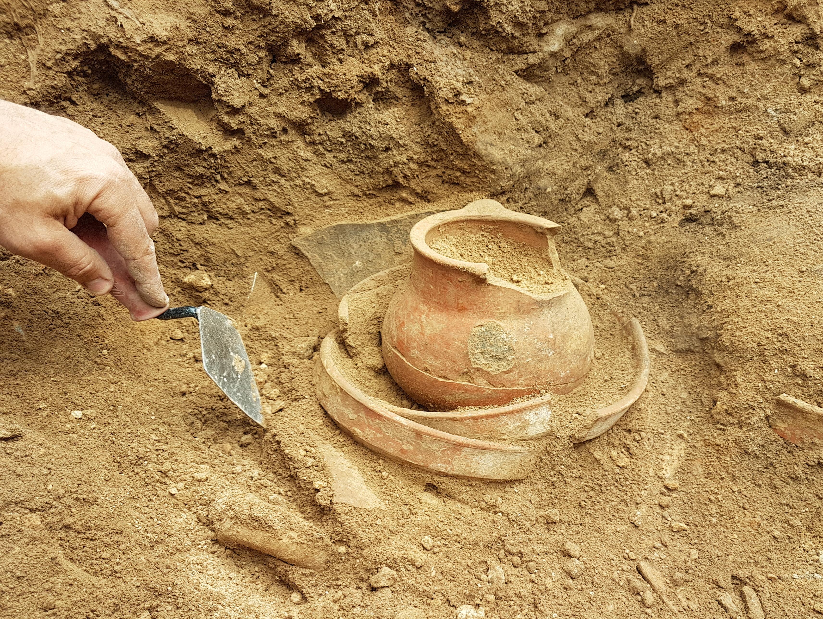 הכלים שנמצאו באתר הקדום צקלג - צילום-משלחת החפירות לחורבת אל-רעי
