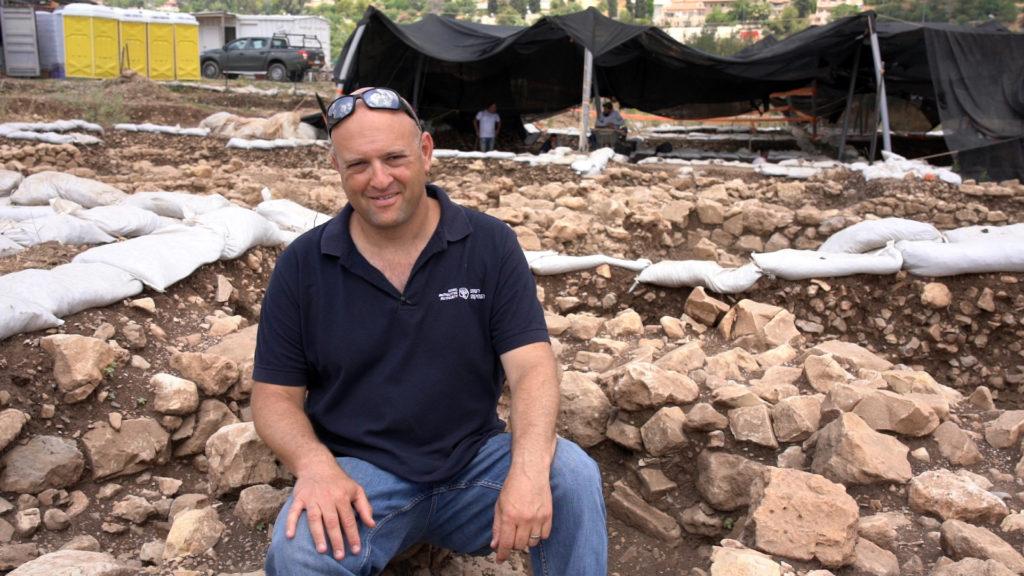 """ד""""ר יעקב ורדי, מנהל החפירה מטעם רשות העתיקות באתר הקדום. צילום: יניב ברמן"""