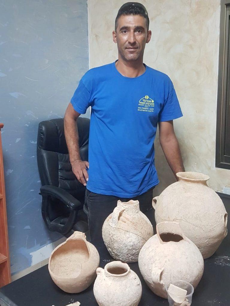 אחמד נסאר יאסין והממצאים בני ה-4500 שנה - צילום: ניר דיסטלפלד