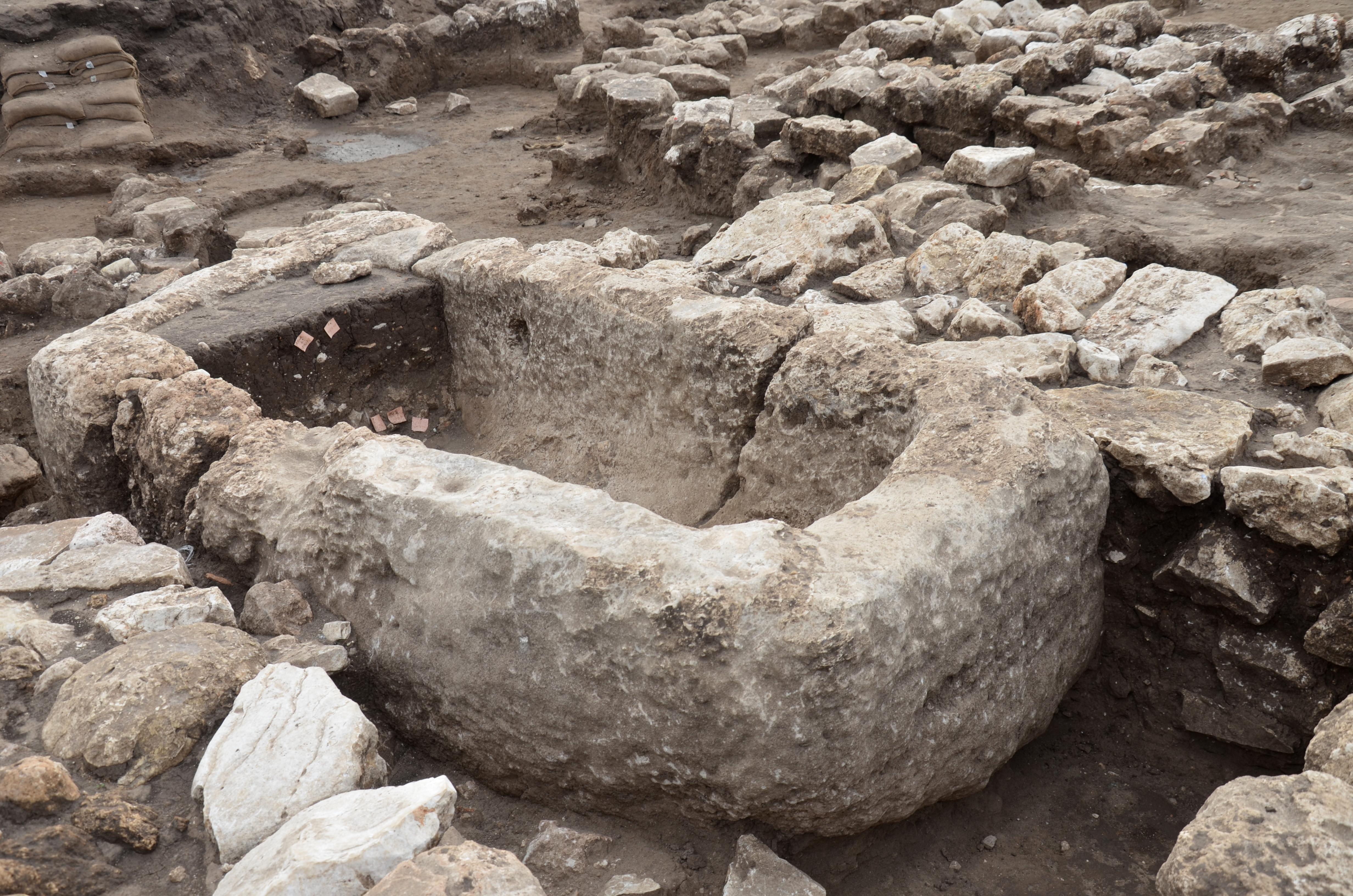 אגן אבן לנוזלים ששימש, ככל הנראה, לטקסים פולחניים. צילום: יולי שוורץ