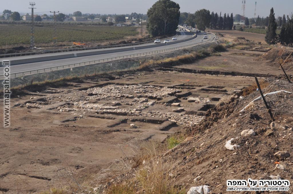 הצד המערבי מזרחי של החפירות בעין אסור