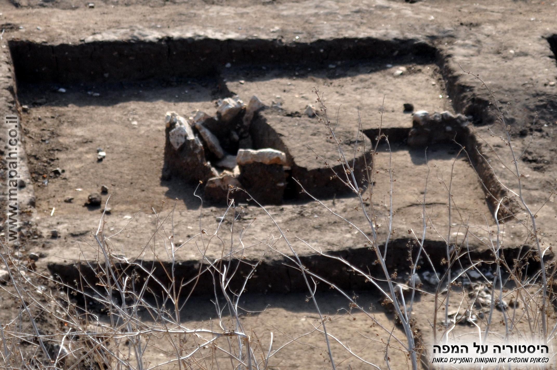 ריבוע חפירה בצד המזרחי עין אסור