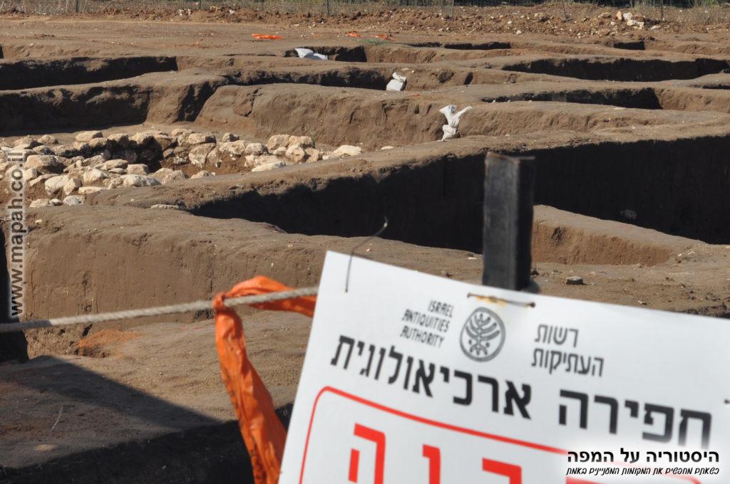חפירות בצד הדרום מערב עין אסור