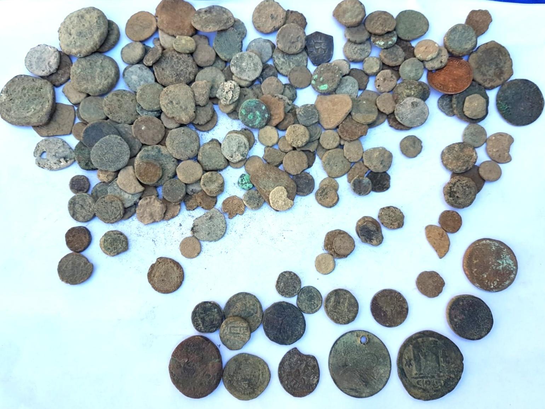 אוסף המטבעות הגנובים - צילום-ירון ביבס רשות העתיקות