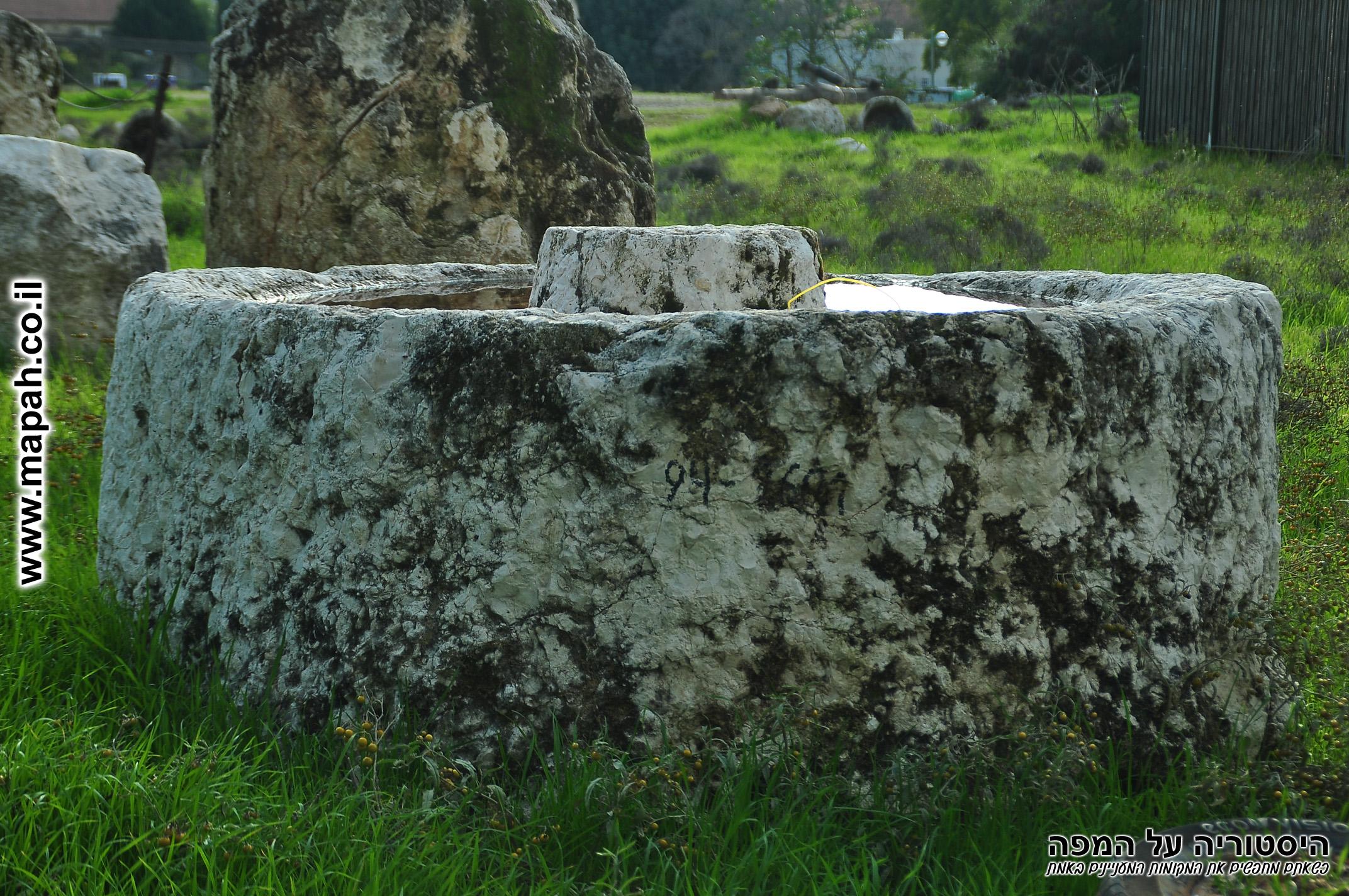 בסיס למכבש בית בד מקורי בתל כפר סבא - צילום: אפי אליאן