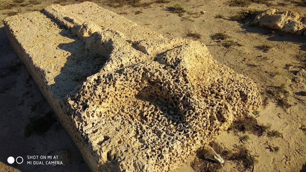 קבר אביר בבית הקברות הצלבני עתלית - צילום: אפי אליאן