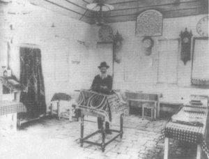 המייסד שמואל לעווי בבית הכנסת בשנת 1905 - צילום: Yosef Kadisha, by Asher Aharon Krishevski.
