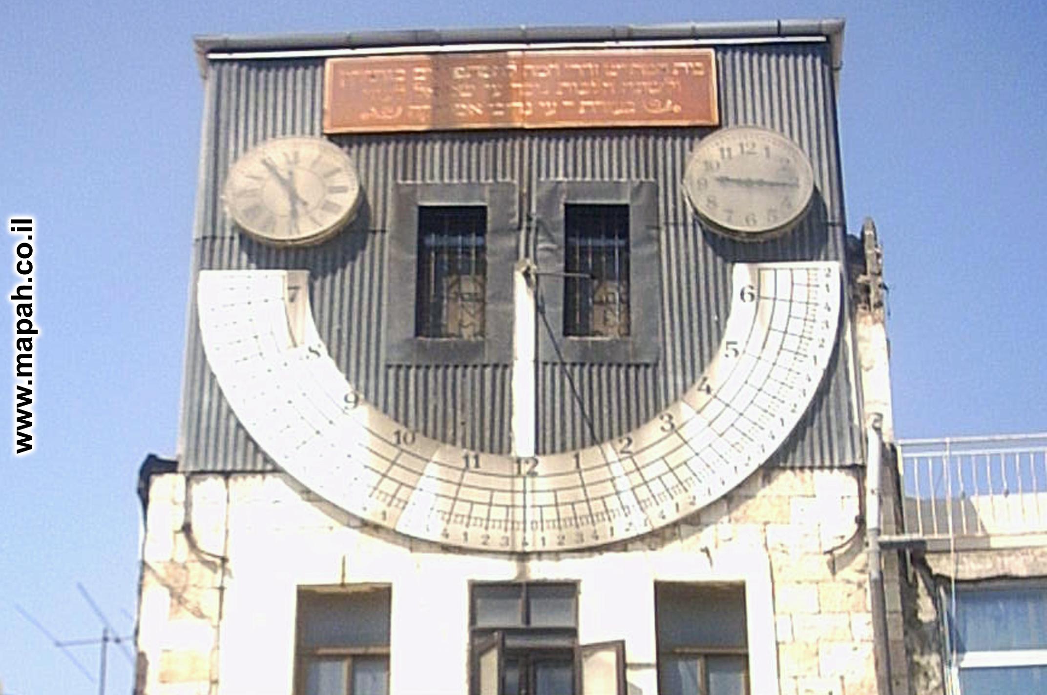 חזית בניין שעון השמש זהרי חמה - צילום: אפי אליאן