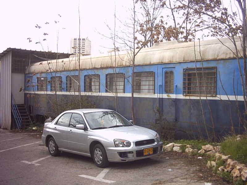קרון רכבת אסלינגן  בחצר יד שרה רחוב הנביאים 43 ירושלים - צילום: אפי אליאן