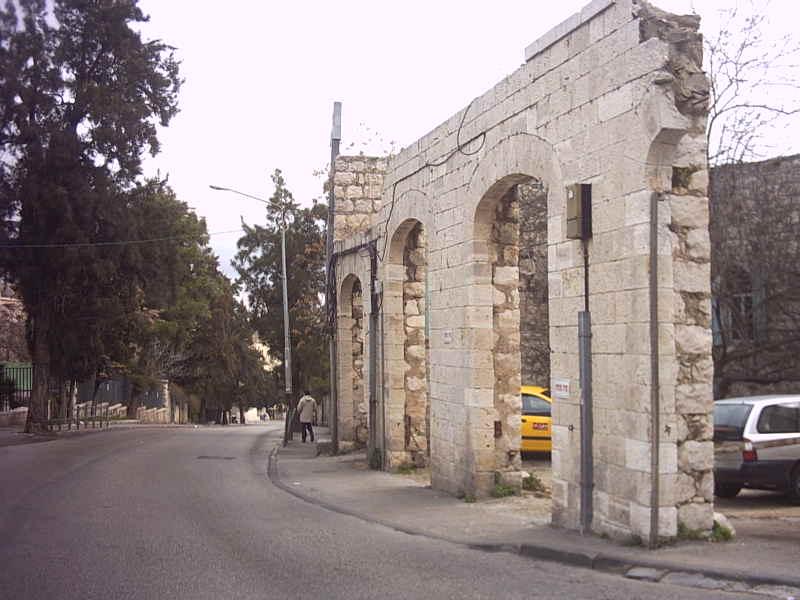 שער מתחם ברחוב הנביאים - צילום: אפי אליאן