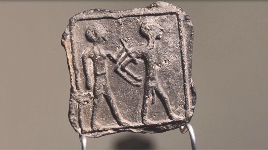 הלוחית. צילום: אמיל אלג'ם, רשות העתיקות