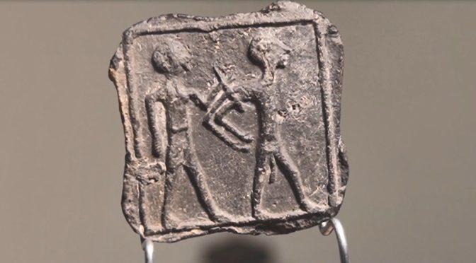 לוחית נדירה בת 3500 שנה נתגלתה על ידי בן 6 במהלך טיול ליד קיבוץ רעים