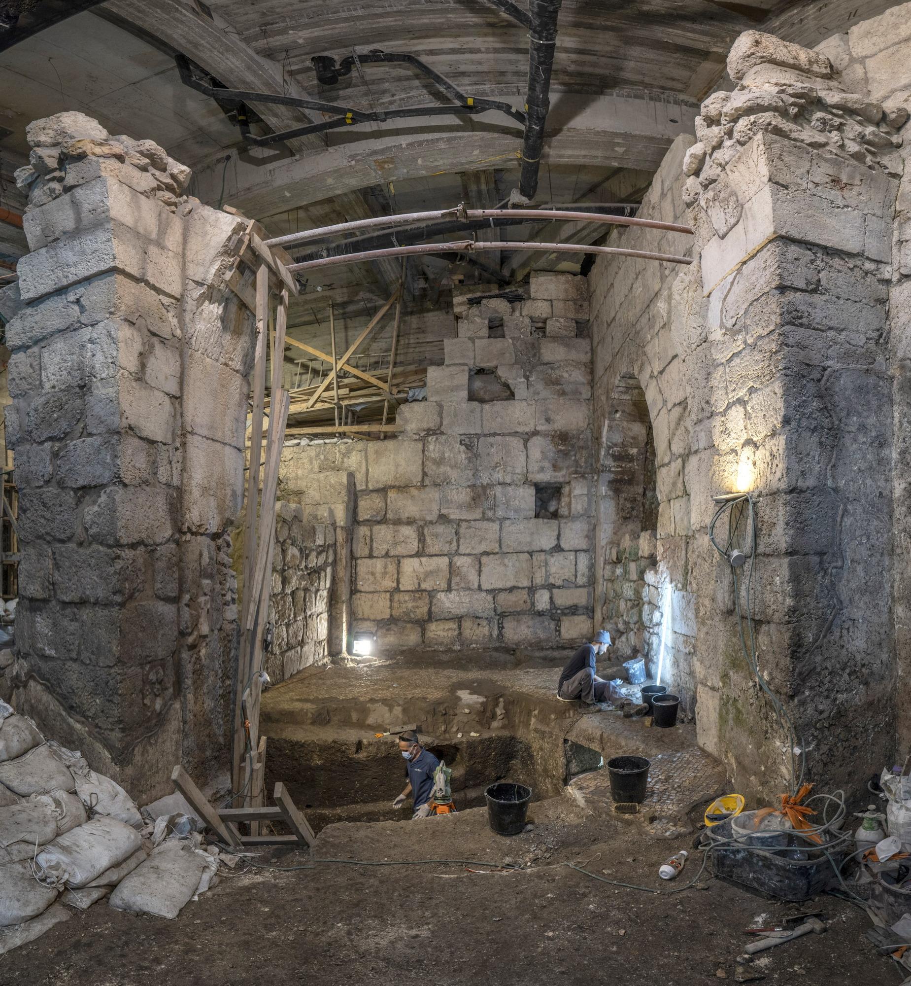 עבודות החפירה והשימור של רשות העתיקות במנהרות הכותל. צילום: שי הלוי