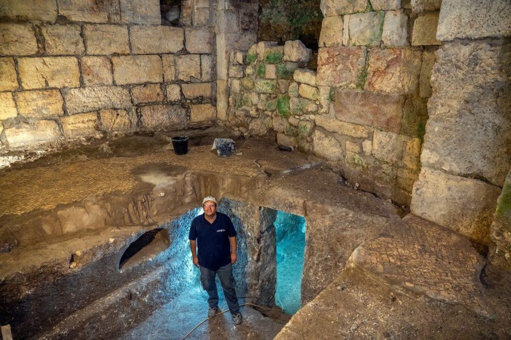 ברק מוניקנדם-גבעון במערכת החצובה. צילום: יניב ברמן