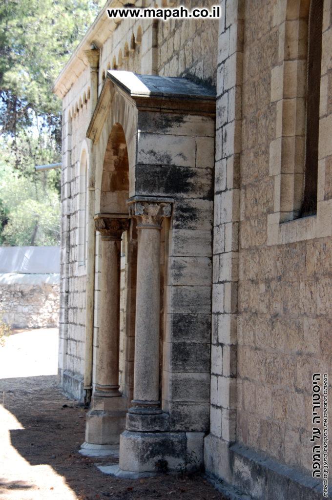דלת המערבית של מבנה בית העם - אינה בשימוש - צילום: אפי אליאן