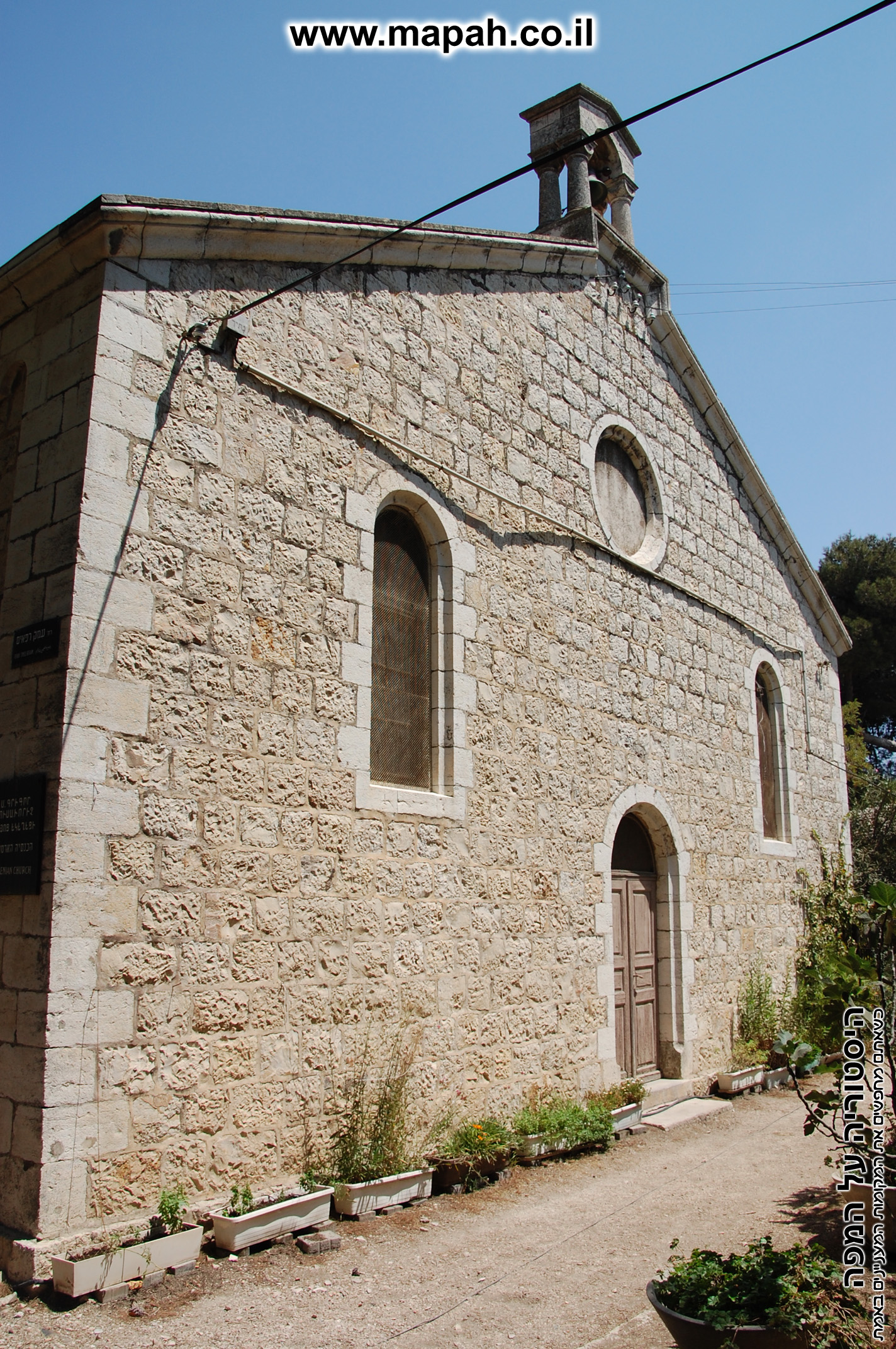 דלתה כניסה לבית העם הטמפלרי - צילום: אפי אליאן