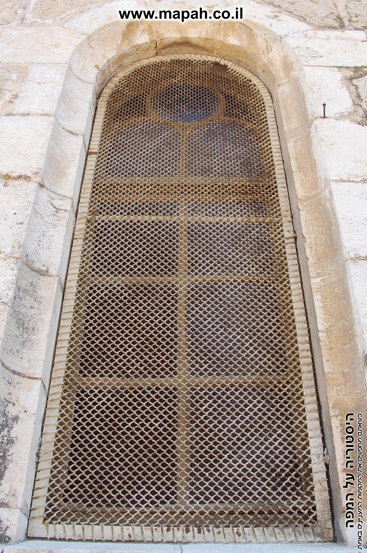 חלונות בית העם הטמפלרי - הכנסיה הארמנית ירושלים - צילום: אפי אליאן