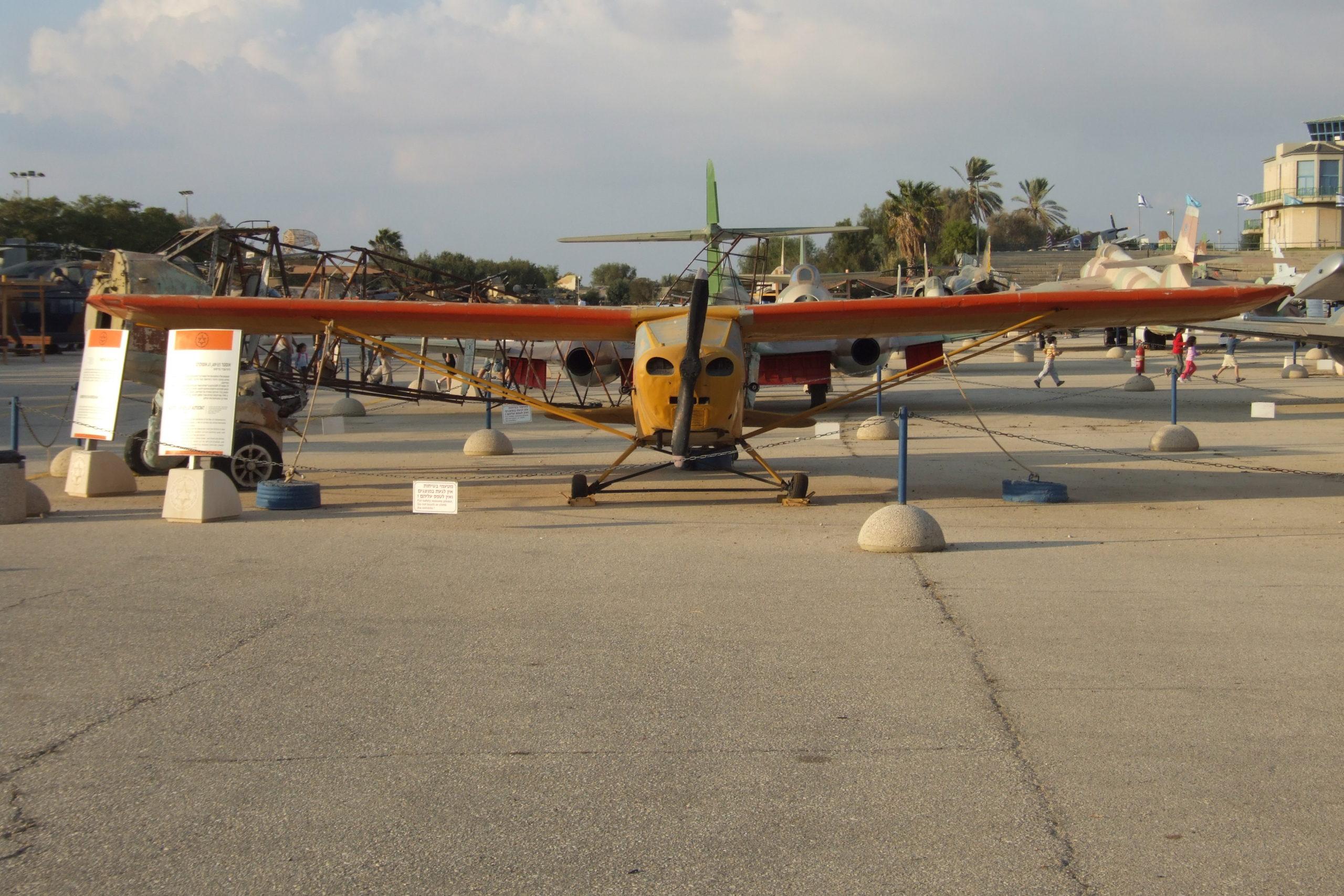 מטוס אוסטר (פרימוס) במוזיאון חיל האויר חצרים - צילום: אפי אליאן