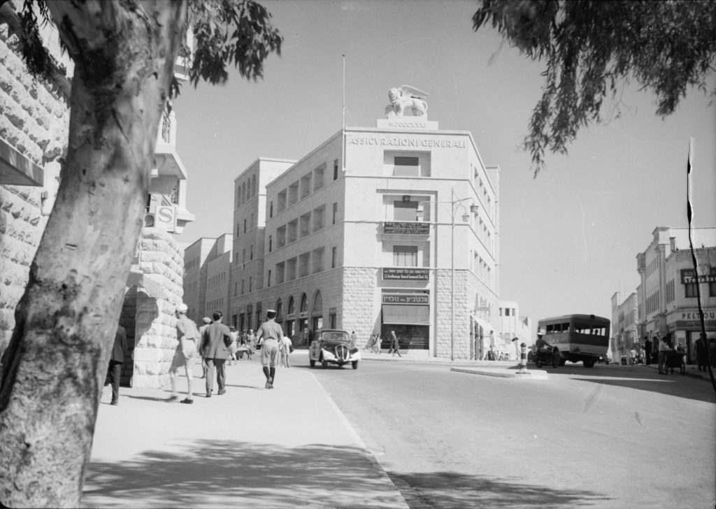 בניין ג'נרלי בשנות הארבעים - מקור: G. Eric and Edith Matson Photograph Collection