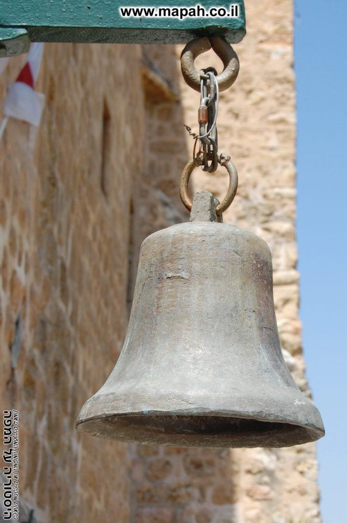 פעמון על קיר הכניסה מנזר המצלבה - צילום: אפי אליאן