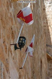 מעל הכניסה הנמוכה למנזר המצלבה - צילום: אפי אליאן