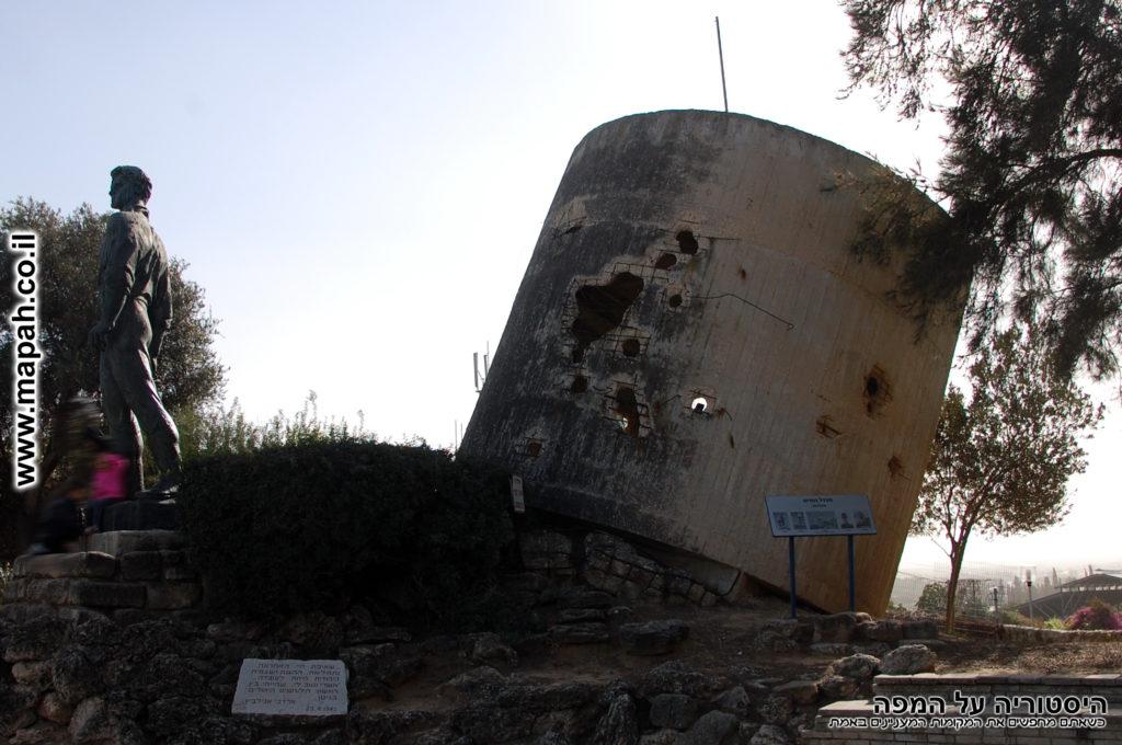 מגדל המים ופסל מרדכי אנילביץ - קיבוץ יד מרדכי - צילום: אפי אליאן