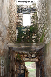 אחד מהחדרי מגורים שנותרו על כנם בארמון האמיר - צילום: אפי אליאן