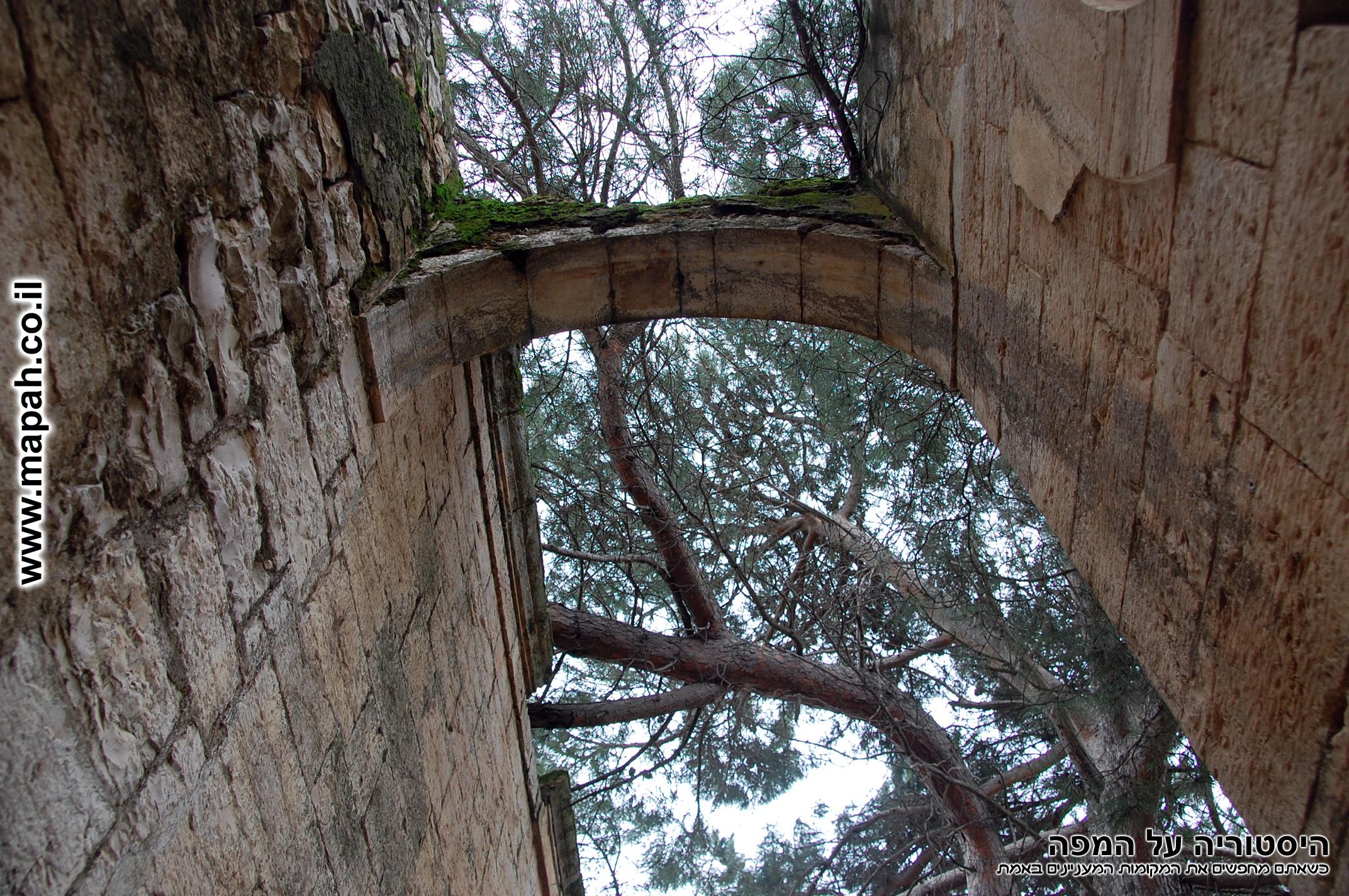 קשת רחבה בראש ארמון האמיר - צילום: אפי אליאן