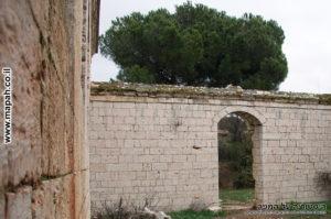 כל אגף הוקף בחצר פנימית משלו , ארמון האמיר - צילום: אפי אליאן