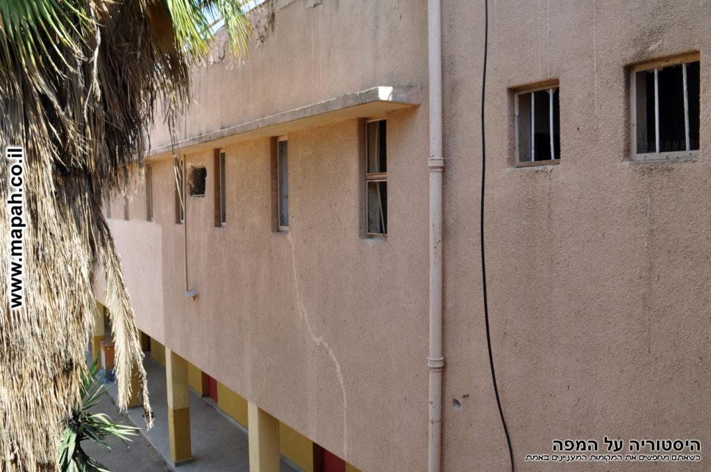 חלונות פנים לקומה השניה של הדופן הדרומית משטרת סרפנד - צילום: אפי אליאן